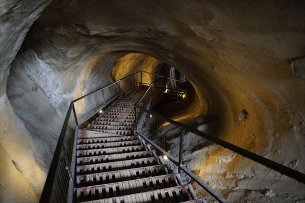 Выход через подземный грот