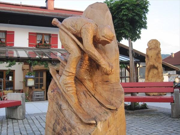 Райт-им-Винкель. Деревянный лыжник.