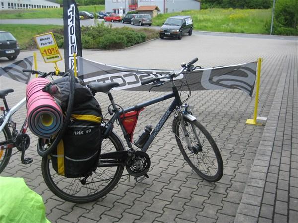 Велосипед в полной комплектации (даже с запаской).