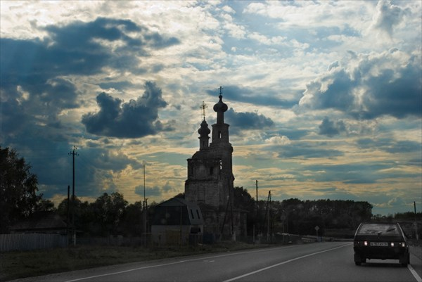 Храм разрушен, но крест есть