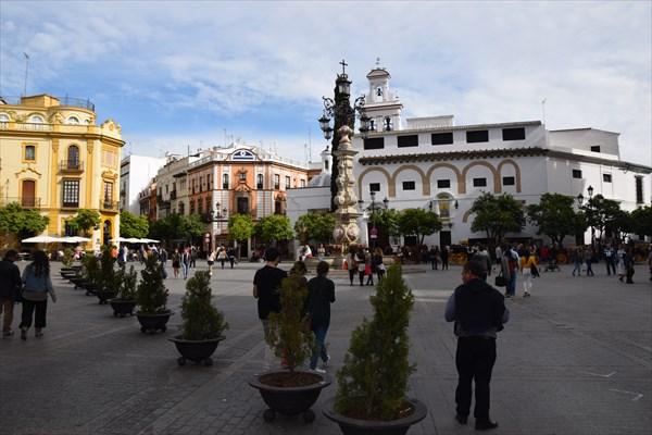 Одна из многочисленных площадей