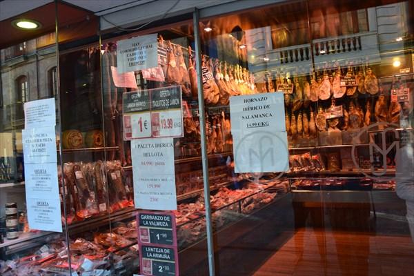 Один из многочисленных мясных магазинов