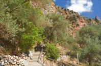 Дорога к церкви в пещере