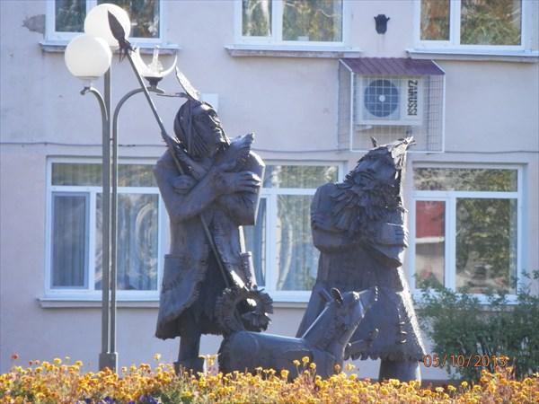 Тобольск. Памятник Робинзону Крузо и Пятнице